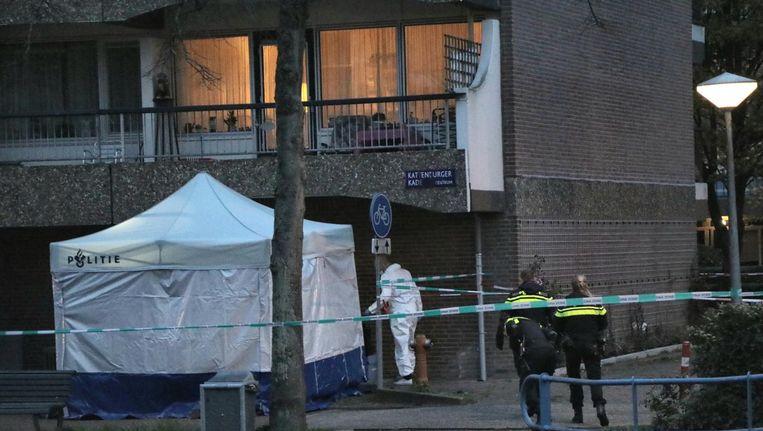 Onderzoek van de politie bij de locatie waar de schietpartij plaatsvond. Beeld .