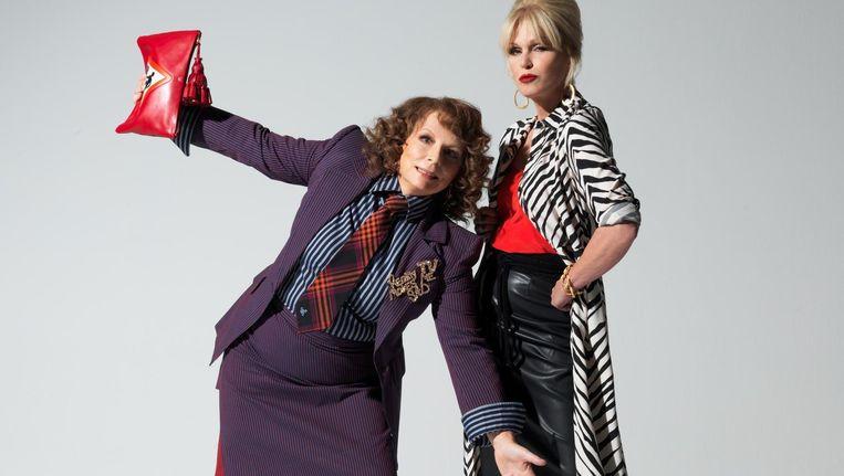Jennifer Saunders (links) en Joanna Lumley als Ab Fab- vriendinnen Edina en Patsy. Beeld Warner Bros
