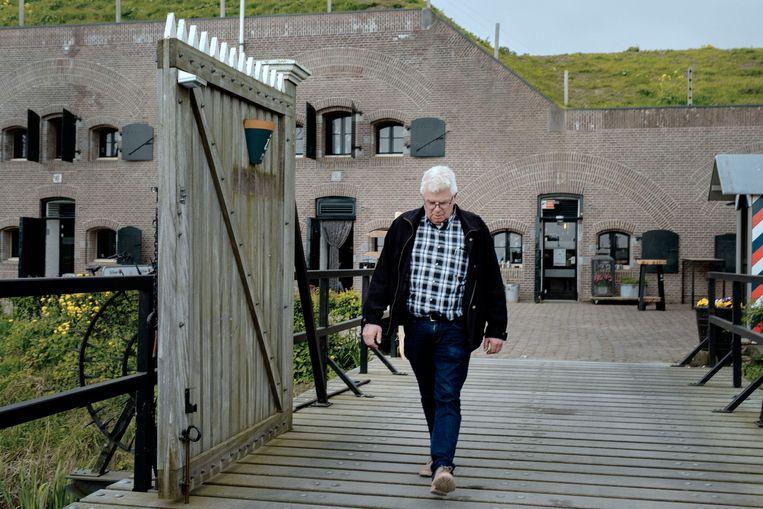 Martin van Drunen bij Fort Bakkerskil. Beeld Merlin Daleman