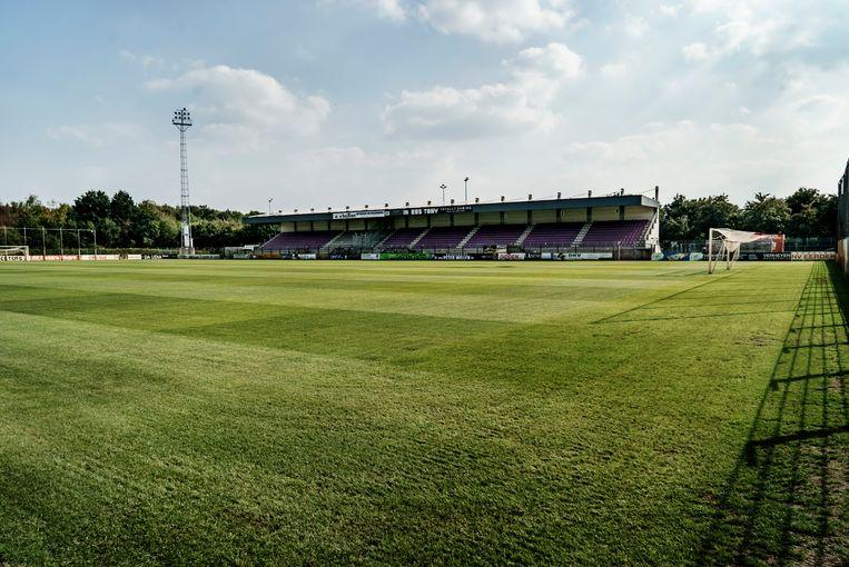 Het stadion van Patro Eisden Maasmechelen. De club trad voorjaar 2016 nog aan in de tweede nationale klasse.   Beeld Eric de Mildt