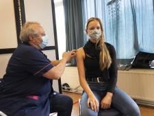Met 'coronapas' in aantocht en prikbus dichtbij zien GGD's vooral jongeren die zich melden voor vaccin