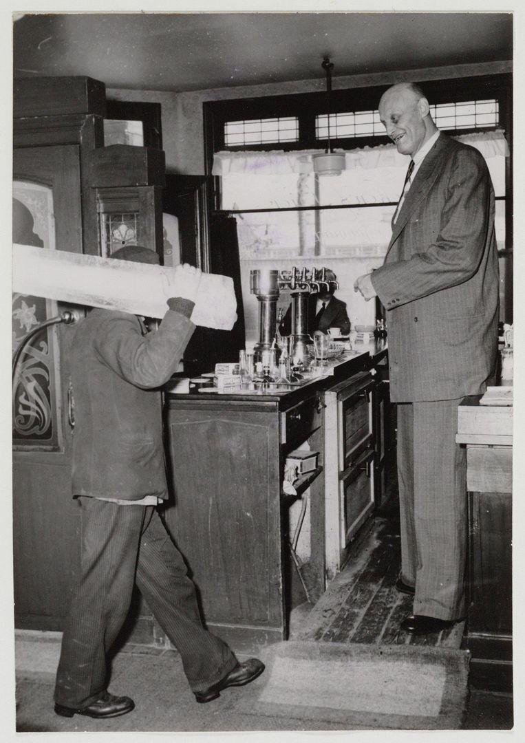 In 1955 begon Kramer een café op de hoek van de Sloterkade en de Theophile de Bockstraat. Beeld Stadsarchief