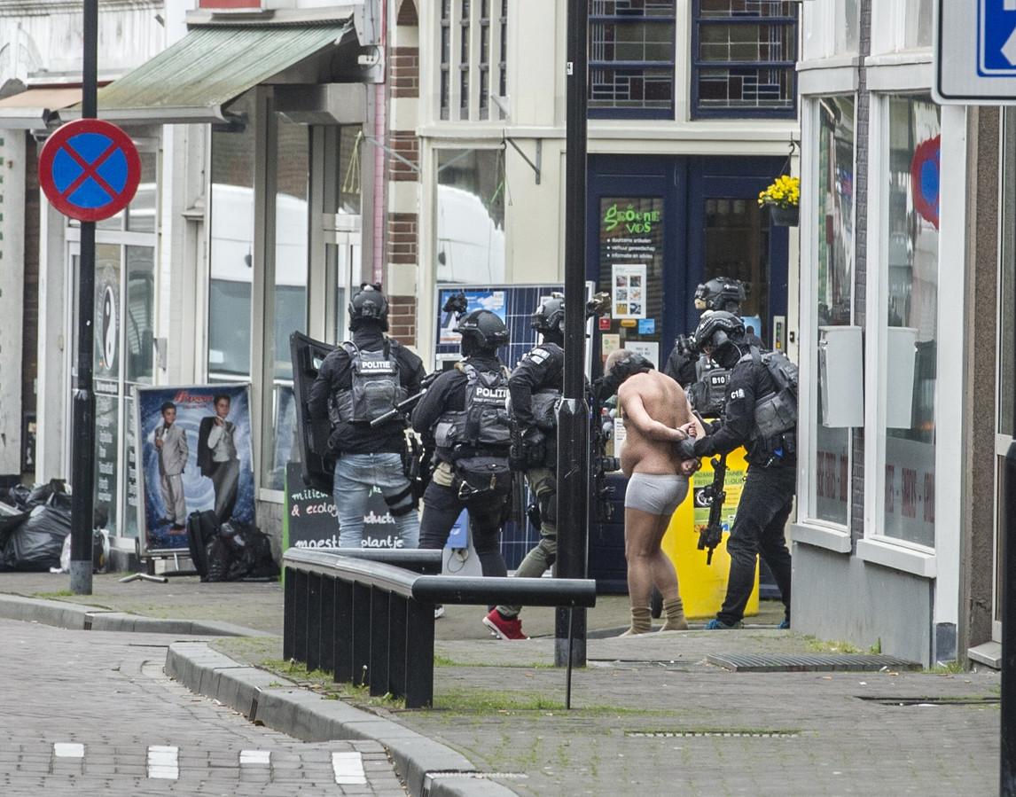 Mei 2017: de 'bomgordelman' wordt gearresteerd door de politie.