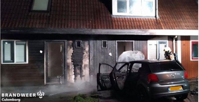 De brand was overgeslagen naar twee woningen.