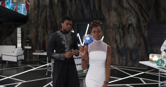 Chadwick Boseman en Letitia Wright vertolken de rollen van T'Challa en Shuri in 'Black Panther'