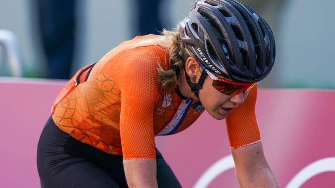 """Pech blijft Nederlanders achtervolgen: """"Anna van der Breggen gevallen nadat ze van fiets werd getrokken"""""""