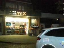 Gewapende overval op avondwinkel aan Hengelolaan, politie zoekt jonge daders