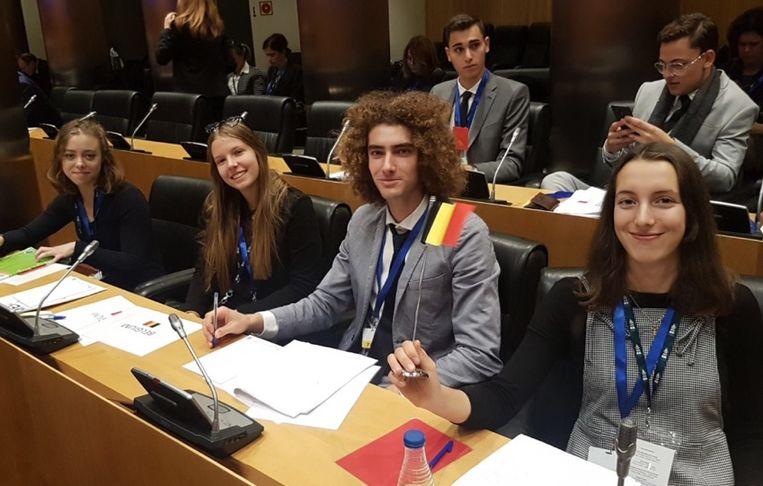 Leen Rossel maakte met andere Europese jongeren deel uit van het  Model Europees Parlement.