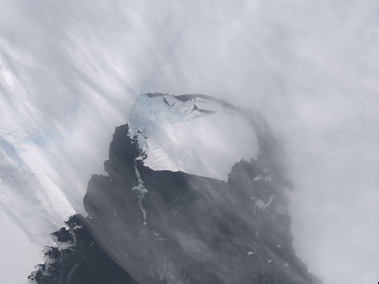IJsschots B-31, gefotografeerd op 13 november 2013, enkele dagen na het afbreken van het eiland Pine. Beeld reuters