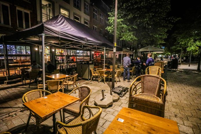 opening en sluiting van de terrassen te Brugge