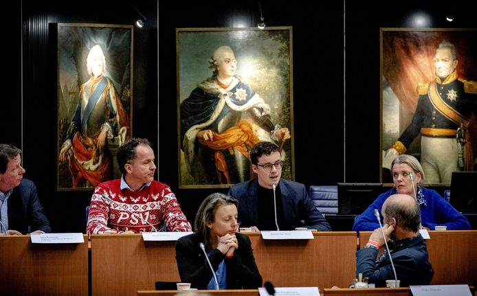 Robert ten Kate tijdens de inspraakronde in het provinciehuis. Boeren demonstreren opnieuw voor het provinciehuis van Den Bosch. Ze protesteren tegen de in hun ogen onrealistische stikstofmaatregelen van het provinciebestuur.