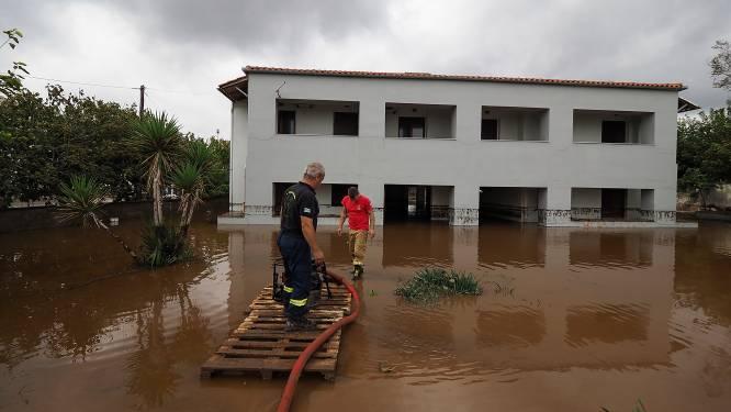 Grieks eiland Evia na bosbranden nu ook getroffen door overstromingen
