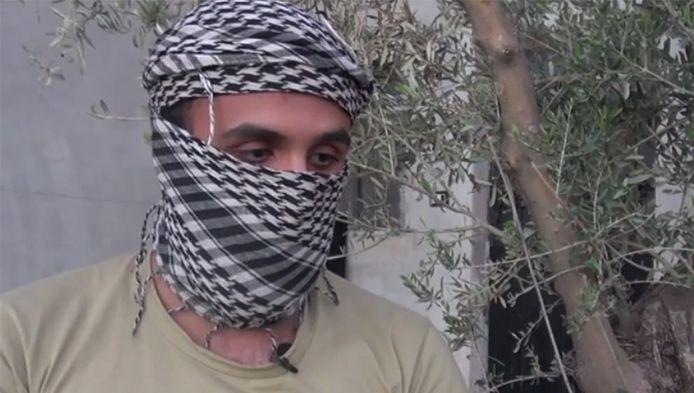 Abu Sumail al-Hollandi komt in de BBC-video aan het woord. De ex-IS-strijder zegt uit Nederland te komen.