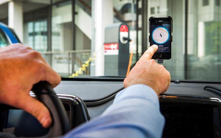 Volgens Uber zijn alle chauffeurs die via de app rijden zelfstandig ondernemers. Maar volgens vakbonden is er sprake is van een verkapt dienstverband. Beeld anp