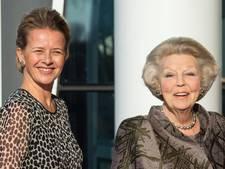 Prinsessen Beatrix en Mabel bij uitreiking Prins Friso-prijs