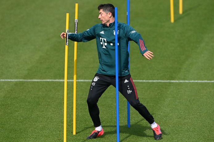Lewandowski in actie tijdens een individuele training.