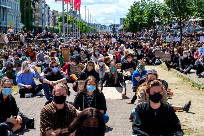 Black Lives Matter betoging op het Steenplein in Antwerpen.