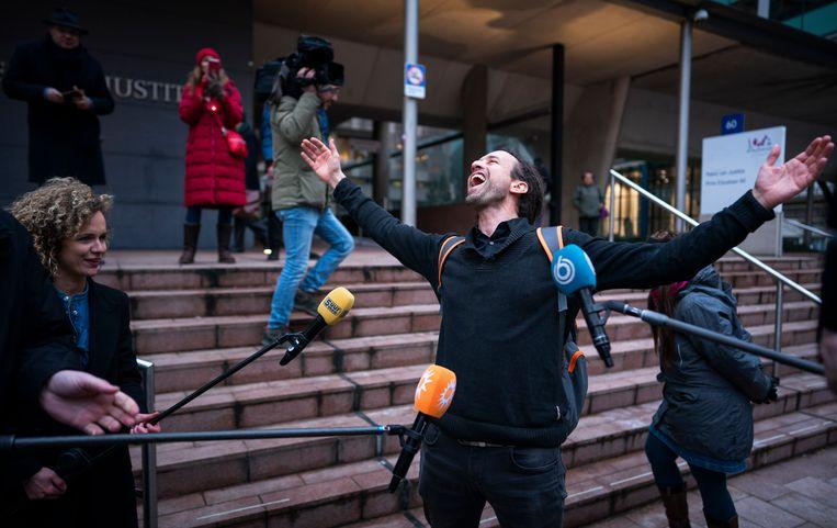 Willem Engel van protestgroep Viruswaarheid  bij het gerechtshof.  Beeld