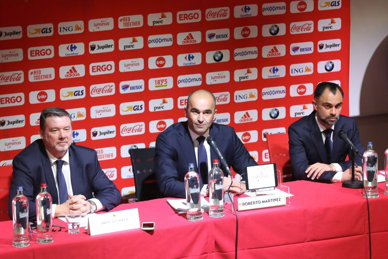 Bondscoach Roberto Martínez (midden). Beeld BELGA