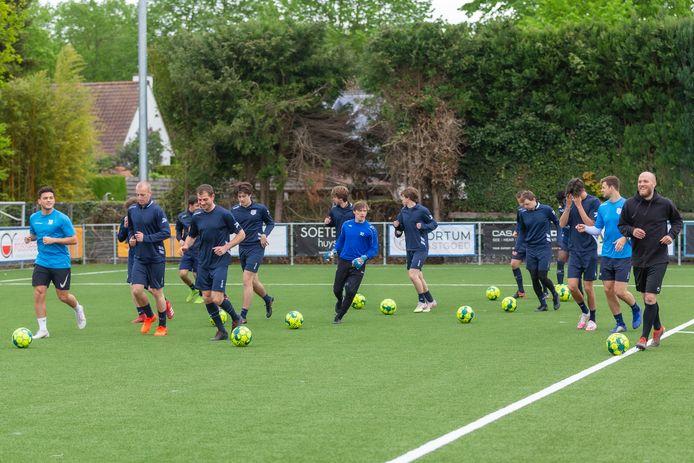 """FC Latem heeft al twee trainingen achter de rug. """"Het enthousiasme was groot en iedereen snakte naar de bal"""""""