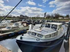 Twee opvarenden gewond door explosie op boot bij Drimmelen