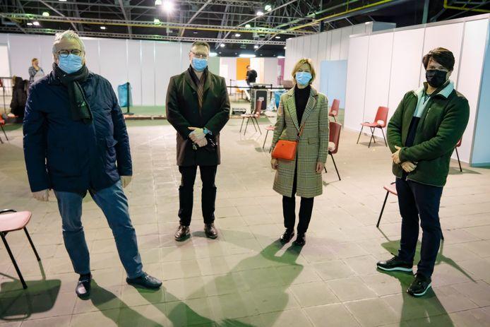 Dirk Devroey, Marc Charlier, Inge Lenseclaes en Joris Pijpen (vlnr.) brachten vrijdag een bezoekje aan de Markthal.
