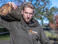 Een uit de hand gelopen challenge: Jeroen(27) uit Zwolle doet een halve triatlon met een boomstam van 20 kilo