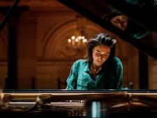 Iris Hond speelt 10 keer werk van Einaudi: 'Elke keer, krijg ik meer respect voor hem'