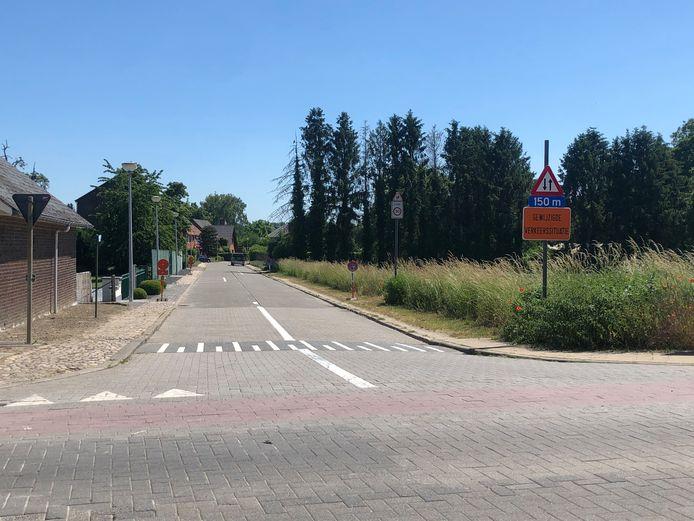 In het eerste stuk van de Kloosterstraat is tweerichtingsverkeer ingevoerd.