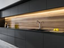 Vette vingers op matte keukenkastjes: met ouderwets middel zijn ze snel verdwenen