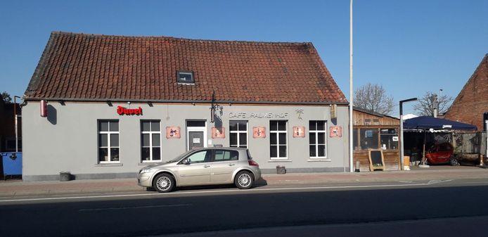 In café Palmenhof betrapte de politie vrijdagavond 10 aanwezigen