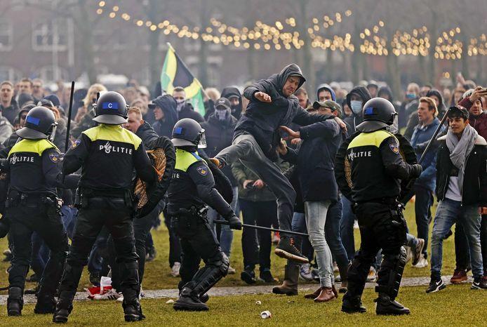 Confrontatie tussen demonstranten en de politie.