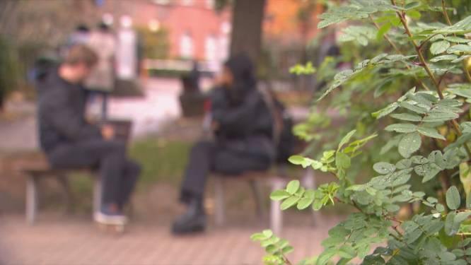 """Vrouw getuigt hoe ze iets in haar drankje kreeg op café in Brussel: """"Huisgenoot vond me bewusteloos naast de toiletten"""""""