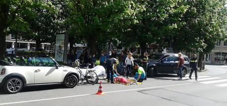 Gerard Joling rijdt bejaarde vrouw met rollator aan