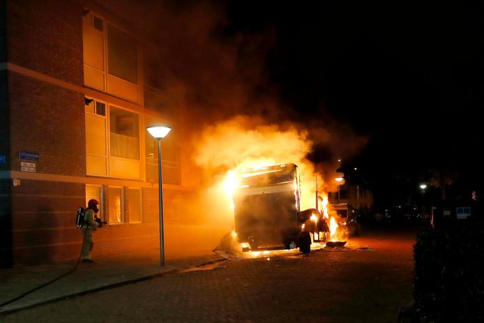 Vrachtwagen met drugsafval in brand.