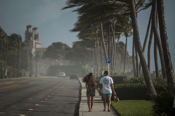 Zaterdag stormde het al flink in Palm Beach, Florida. (01/08/2020)