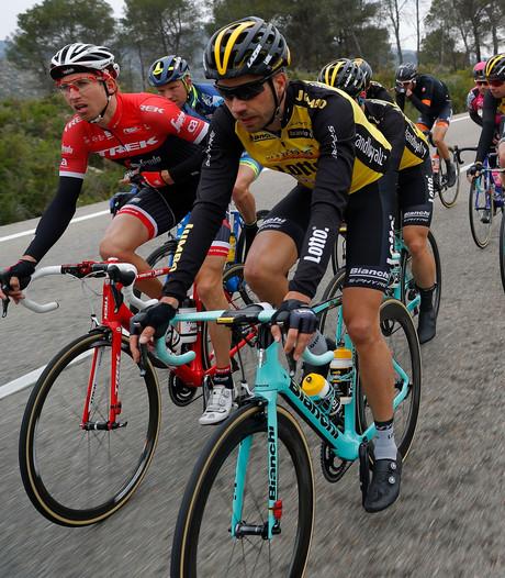 Bijna vijftig renners finishen buiten de tijd in Catalonië