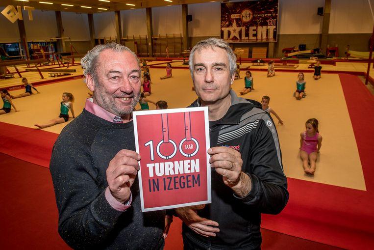 Frank Duhamel en Tony Van de Velde werkten aan het boek '100 jaar turnen in Izegem'.