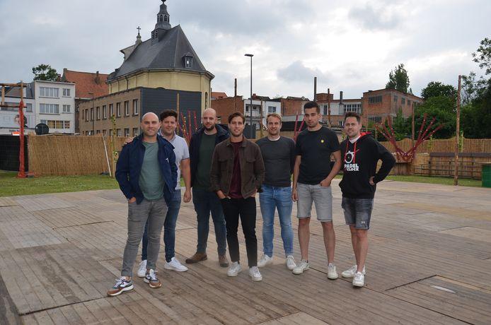 Het team van Tatkraft in pop-uparena 'Inghelant' op de vroegere OCMW-site in Ninove.
