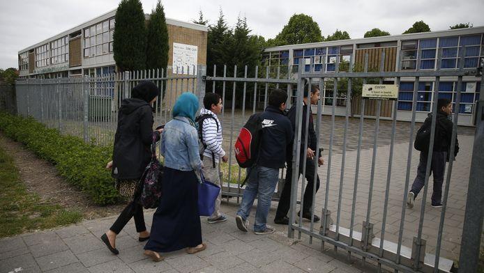 Leerlingen in juni bij de islamitische scholengemeenschap Ibn Ghaldoun in Rotterdam waar eindexamens voor vwo, havo en vmbo werden gestolen.