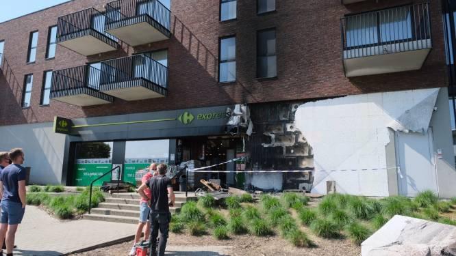 Tiental flatbewoners geëvacueerd door aangestoken brand aan gevel supermarkt