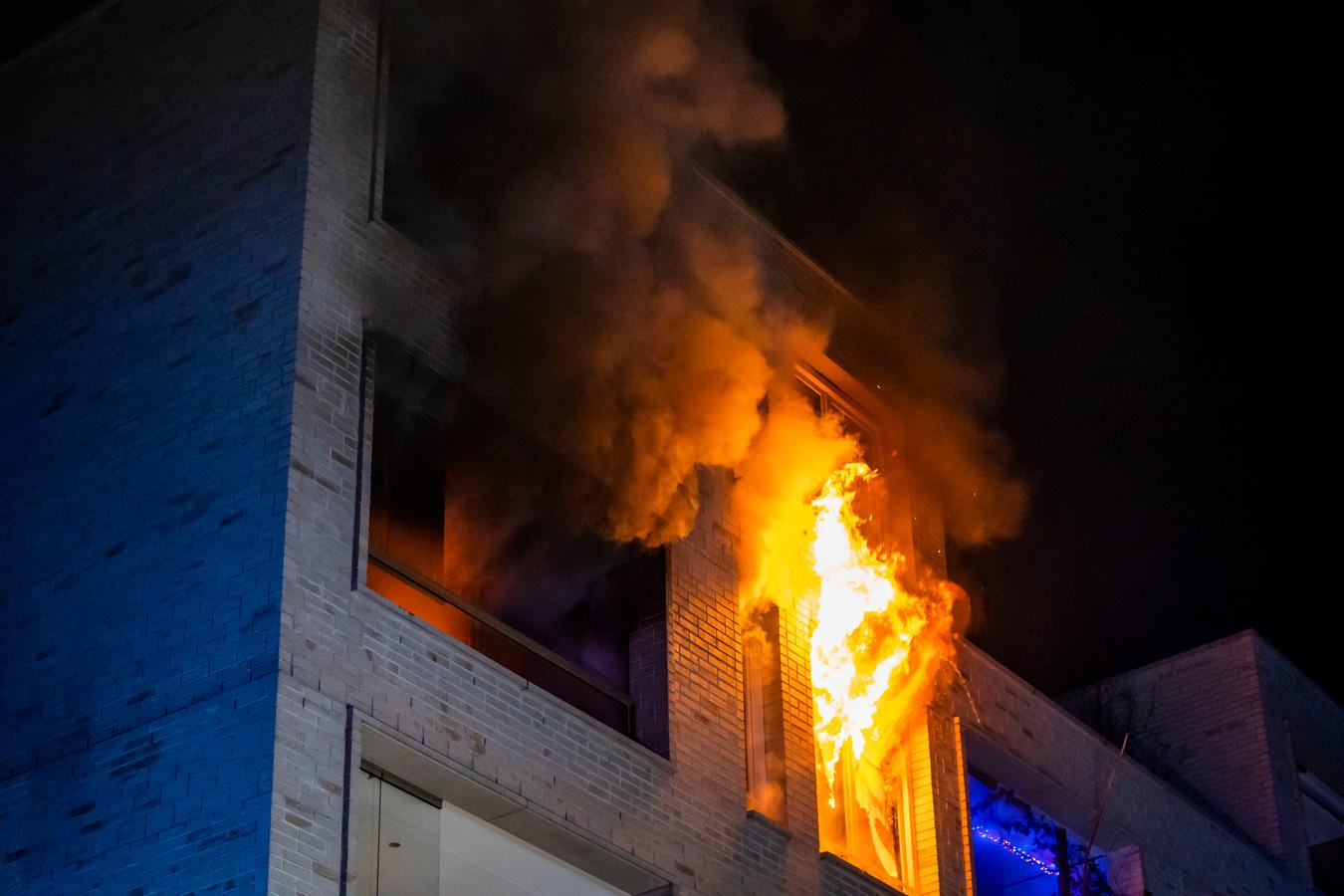 Door de brand raakte de woning aan de Karel de Grotelaan in Eindhoven zwaar beschadigd.
