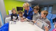 Kinderen maken in opvang pret met taal