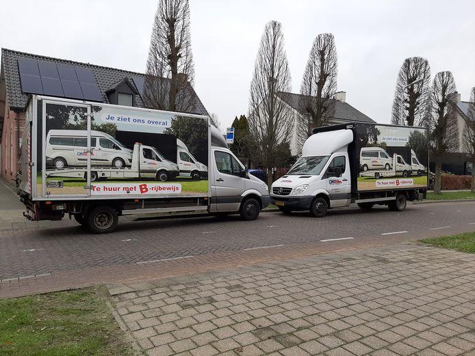 Met twee vrachtwagens blokeerde Karel Dictus maandag en dinsdag de bushalte voor zijn bedrijf en woning