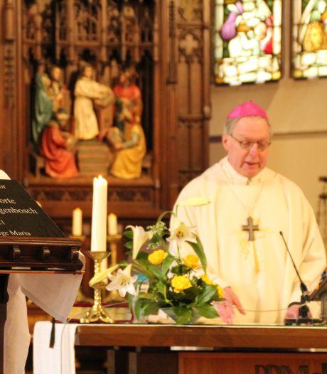 Bisschop De Korte zegent eerste steen nieuw parochiecentrum Rosmalen