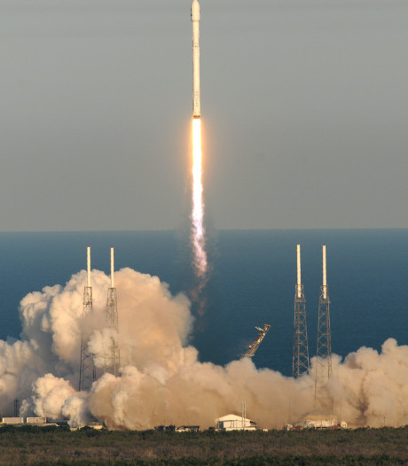 NASA schiet planetenspeurder de ruimte in