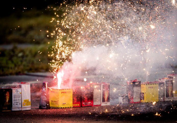 Een lokaal verbod op het afsteken van vuurwerk is volgens een meerderheid van de Utrechtse gemeenteraad niet te handhaven