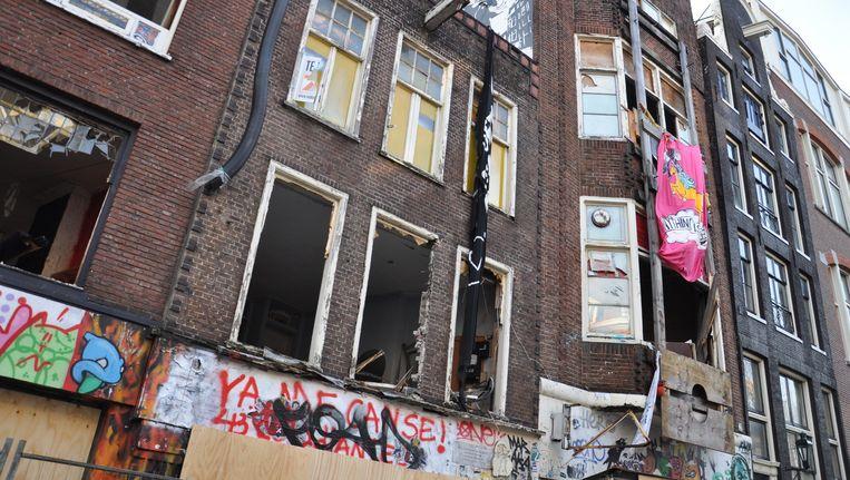 In de Spuistraat is het'the day after' één grote ravage. Beeld Anne van de Pels