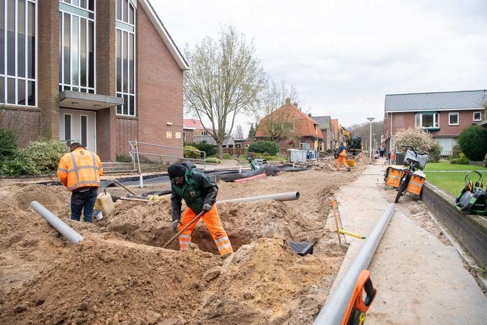 De Burgemeester Van Riemsdijkstraat krijgt door toedoen van de bewoners een nostalgische uitstraling, en vormt straks een geheel met de andere straten in het centrum.