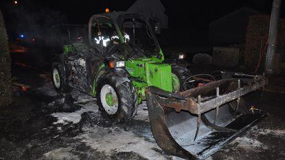 Landbouwer ziet verreiker in vlammen opgaan